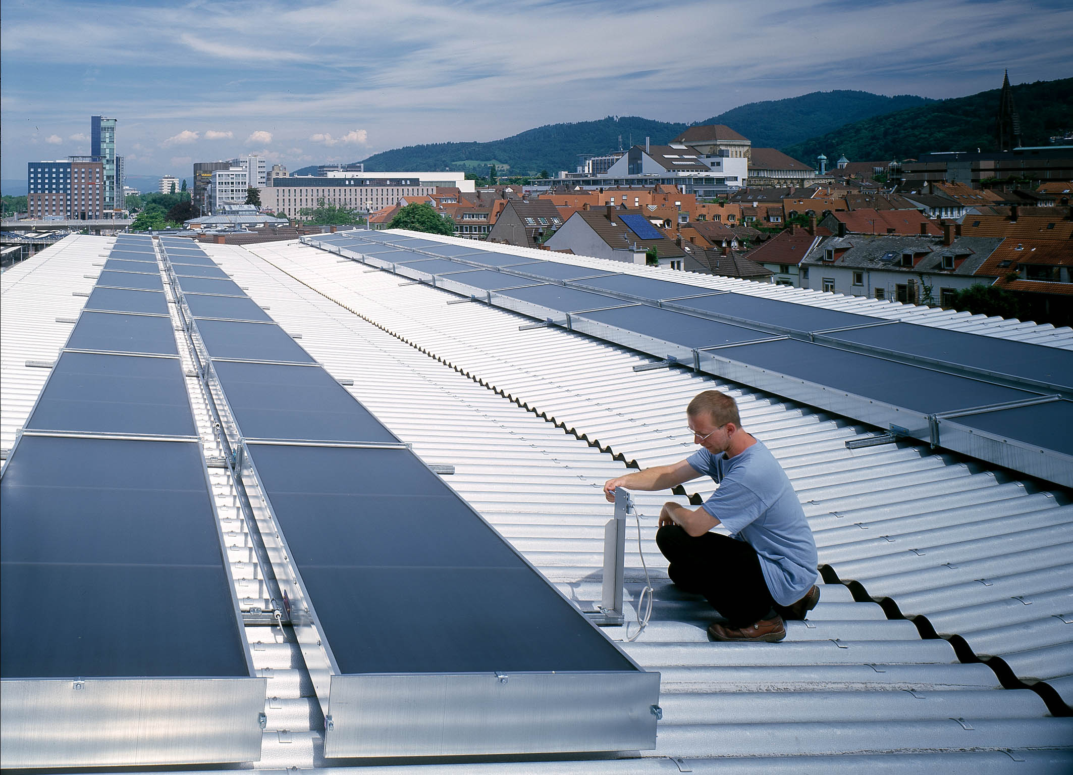 Fraunhofer ISE Solar Heat Europe – Air collectors for cooling installation in Freiburg, Germany