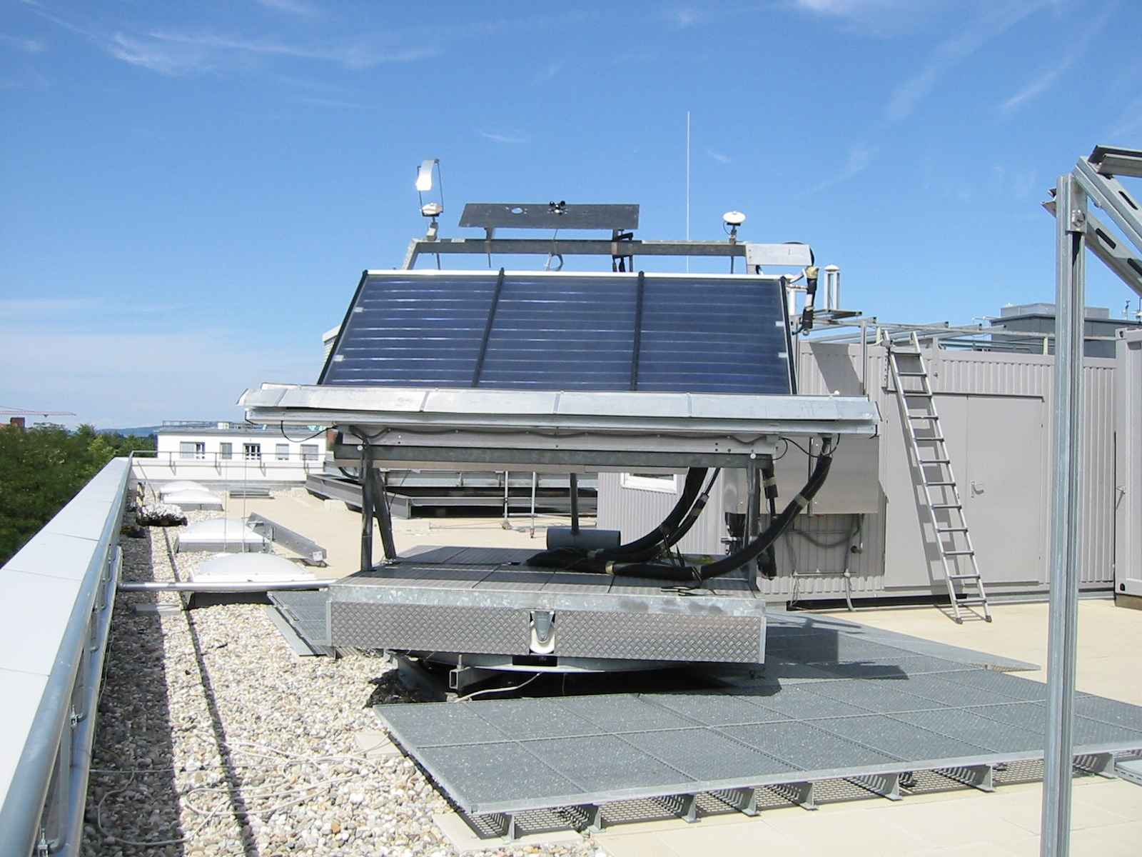 Fraunhofer ISE Solar Heat Europe – Outdoor collector test facilities with tracker