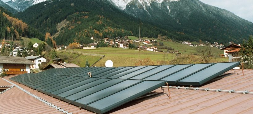 GASOKOL Solar Heat Europe – Collector field with on-roof collectors, installed on a tin roof