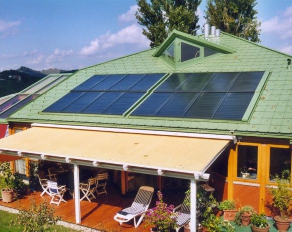GASOKOL Solar Heat Europe – Roof-integrated flat plate collector on a detached house in Austria