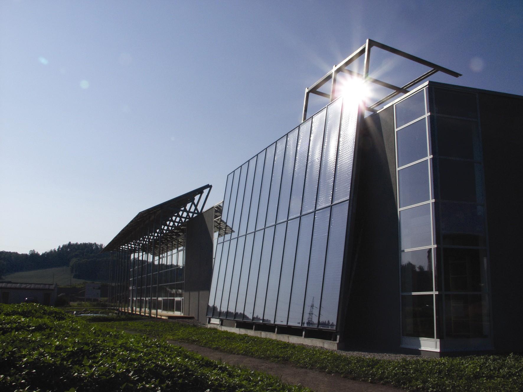 GREENoneTEC Solar Heat Europe – Facade integrated flat collectors – V2