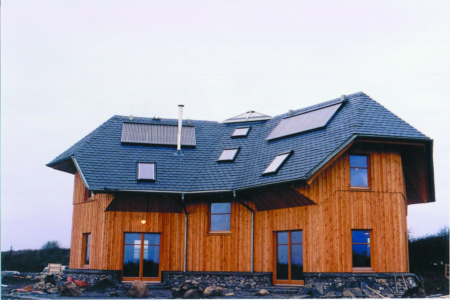 Kingspan Environmental Thermomax Solar Heat Europe – Wooden Irish house equipped with vacuum tube collectors