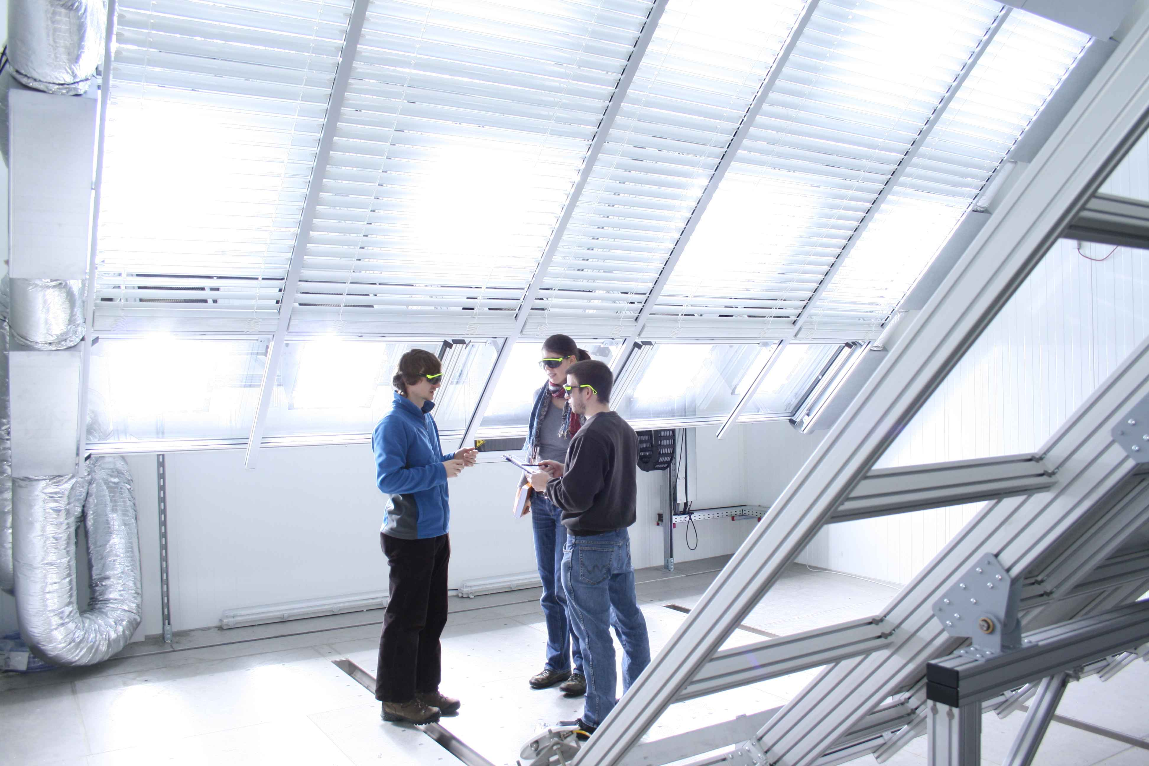 University of Stuttgart Solar Heat Europe – New dynamic solar simulator at the Research and Testing Centre for Thermal Solar Systems (TZS) at the Institute of Thermodynamics a