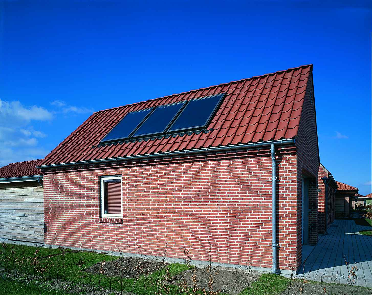 Velux Solar Heat Europe – Roof integrated flat plate collectors on garage