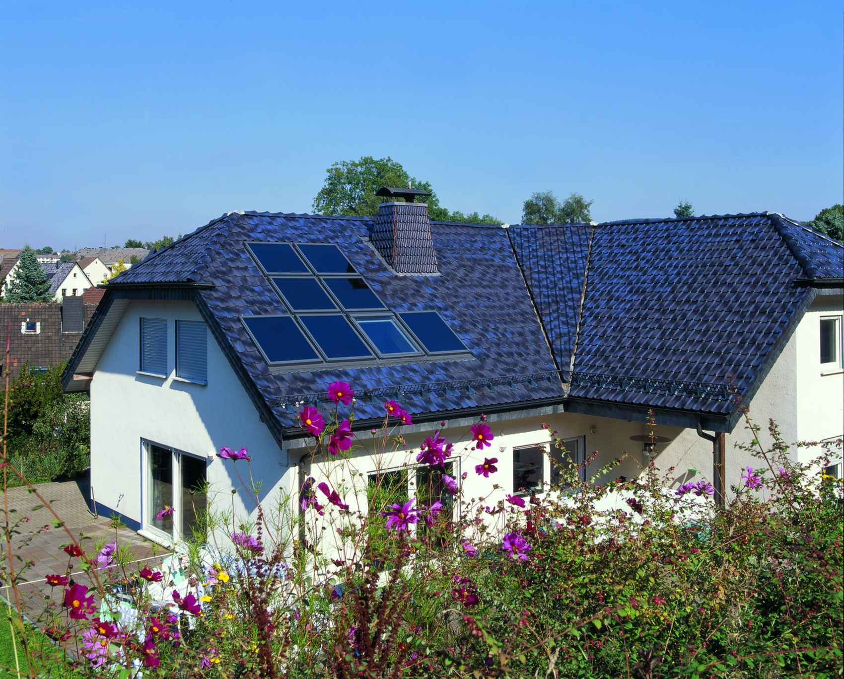 Velux Solar Heat Europe – Roof integrated flat plate collectors on house in Germany – V3