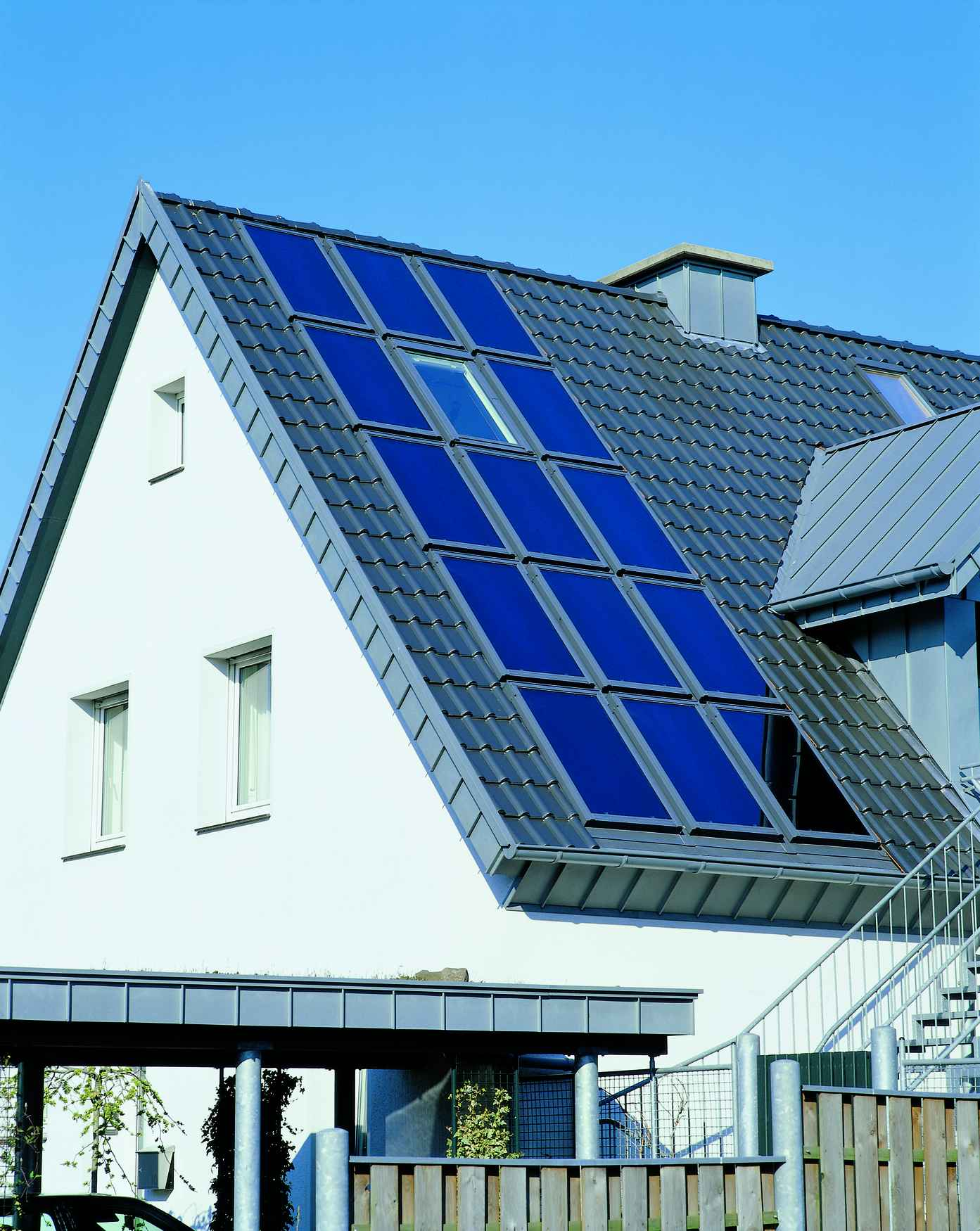 Velux Solar Heat Europe – Roof integrated flat plate collectors on house in Germany – V5