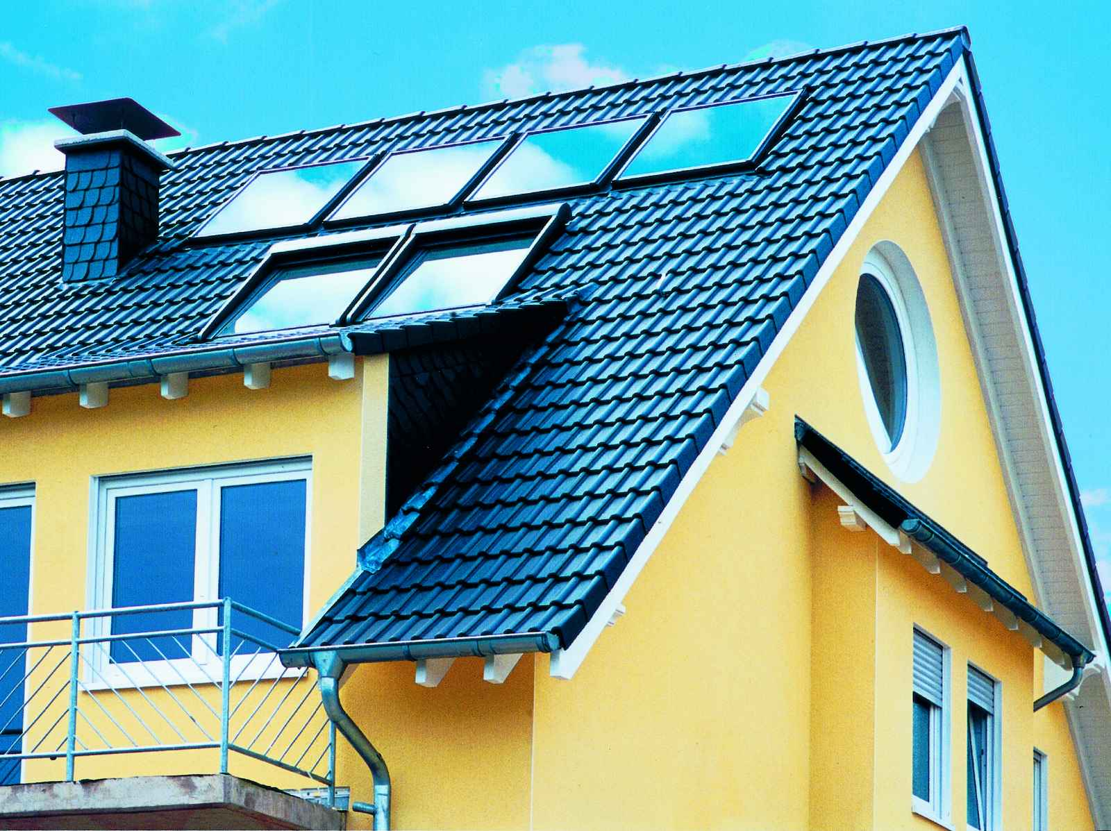 Velux Solar Heat Europe – Roof integrated flat plate collectors on house in Germany – v2